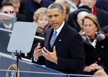 Presidente norte-americano Barack Obama discura durante cerimônia de posse em Washington. Obama pediu que o país se concentre na prosperidade da classe média em vez do sucesso de uma elite de poucos durante o discurso de posse de seu segundo mandato, no qual também pediu que os políticos deixem de lado o partidarismo ferrenho para tratar dos urgentes problemas econômicos. 21/01/2013 REUTERS/Jim Bourg