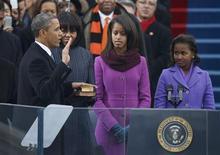 Barack Obama, lors de son discours d'investiture pour son second mandat, au Capîtole à Washington, a exhorté lundi la classe politique à surmonter ses divisions et mis l'accent sur la prospérité nécessaire, à ses yeux, de la classe moyenne américaine. /Photo prise le 21 janvier 2013/REUTERE/Jason Reed