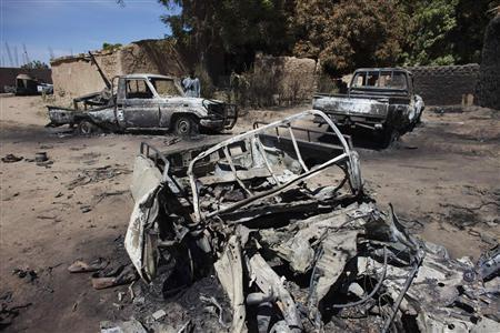 Charred pickup trucks destroyed by French airstrikes are seen in Diabaly, Mali, January 21, 2013. The town of Diabaly was retaken by French and Malian forces after al Qaeda-linked rebels took over the town a week ago. REUTERS/Joe Penney (MALI - Tags: CIVIL UNREST POLITICS CONFLICT)