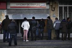 People wait to enter a government-run employment office in Madrid January 3, 2013. REUTERS/Susana Vera