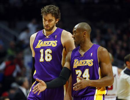 Los Angeles Lakers power forward Pau Gasol (L) listens to Los Angeles Lakers shooting guard Kobe Bryant (R) during the first half of their NBA basketball game against the Chicago Bulls in Chicago, Illinois, January 21, 2013. REUTERS/Jeff Haynes
