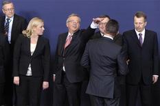Alemania, Francia y otros nueve países de la zona euro recibirán el martes la autorización para comenzar a trabajar en un impuesto a las transacciones financieras, una medida que podría incomodar a los bancos y las corredurías, pero que agradará a los votantes y podría aumentar los muy necesarios ingresos. En la imagen, los ministros de finanzas de la eurozona en una reunión en Bruselas, el 21 de enero de 2013. REUTERS/Eric Vidal