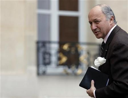 French Foreign Minister Laurent Fabius arrives for a Defence Council meeting at the Elysee Palace in Paris January 12, 2013. REUTERS/Christian Hartmann (FRANCE - Tags: POLITICS MILITARY)