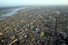 La croissance du patrimoine économique national de la France a atteint 5% en 2011, contre 8,7% un an plus tôt, une différence qui tient au ralentissement de la hausse des prix de l'immobilier et des encours d'actifs financiers, selon une étude de l'Insee. /Photo d'archives/REUTERS/Régis Duvignau