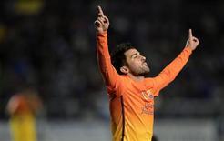 El Barcelona recibió noticias positivas de su enfermería cuando David Villa volvió a los entrenamientos el lunes y su compañero y delantero Isaac Cuenca fue declarado apto para jugar después de más de siete meses de baja por una lesión en la rodilla. En la imagen, de 30 de octubre, el delantero del Barça David Villa celebra un gol marcado al Deportivo Alavés en Copa del Rey. REUTERS/Vincent West