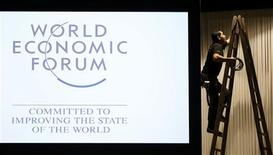 Plus de 1.500 dirigeants d'entreprises et une cinquantaine de chefs d'Etat et de gouvernement sont attendus du 23 au 27 janvier au Forum économique mondial qui s'ouvre mercredi à Davos dans un climat de crise économique et d'incertitude diplomatique. /Photo prise le 21 janvier 2013/REUTERS/Pascal Lauener