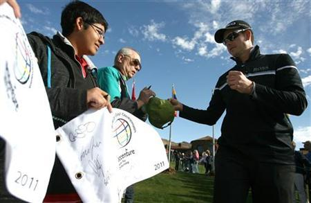 Henrik Stenson of Sweden signs autographs for fans before playing a practice round for the WGC-Accenture Match Play Championship golf tournament in Marana, Arizona February 21, 2011. REUTERS/Matt Sullivan/Files