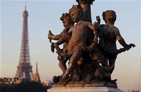 A statue decorates the Alexandre III Bridge which crosses the River Seine near the Eiffel Tower in Paris January 16, 2013. REUTERS/Philippe Wojazer