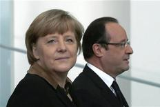 Il cancelliere tedesco Angela Merkel e il presidente francese François Hollande a Berlino oggi. REUTERS/Thomas Peter
