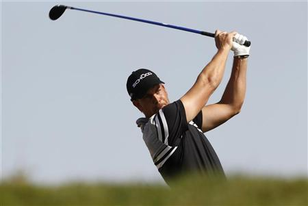 Henrik Stenson of Sweden tees off at the third hole during the first round of the Abu Dhabi Golf Championship at the Abu Dhabi Golf Club January 17, 2013. REUTERS/Ahmed Jadallah