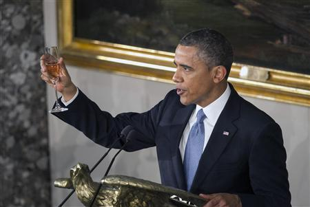 U.S. President Barack Obama raised a glass at the concluded his speech during the Inaugural luncheon in Statuary Hall after his ceremonial swearing in at the U.S. Capitol on Capitol Hill in Washington, January 21, 2013. REUTERS/Benjamin Myers