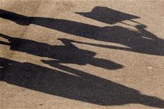 Selon une source syndicale, 90% des enseignants d'école primaire à Paris étaient en grève mardi pour protester contre l'entrée en vigueur de la réforme des rythmes scolaires dès la rentrée 2013 dans le cadre du projet de loi sur la refondation de l'école. Le rectorat de Paris a fait état pour sa part de 78% d'enseignants grévistes. /Photo d'archives/REUTERS/Charles Platiau