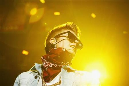 Justin Bieber performs at the Jingle Ball 2012 in Atlanta, Georgia December 12, 2012. REUTERS/Tami Chappell/Files