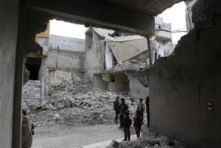 Children look at the damages in Karm al-Tarab neighborhood in Aleppo January 22, 2013. REUTERS/Muzaffar Salman