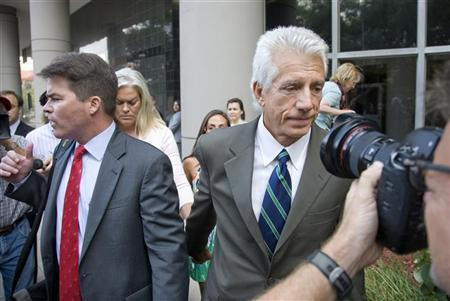 Stanford Financial Group's former chief investment officer James Davis leaves federal court with his wife Lori and attorney David Finn (L) in Houston August 27, 2009. REUTERS/Richard Carson