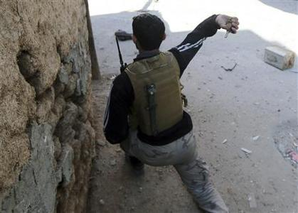 A fighter from the Sadik unit of Free Syrian Army's Tahrir al Sham brigade throws a hand grenade at Syrian soldiers in Mleha suburb of Damascus January 21, 2013. REUTERS/Goran Tomasevic