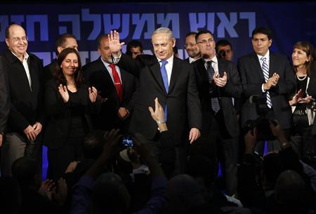 Israel's Prime Minister Benjamin Netanyahu (C) waves to supporters as he stands with his party members at the Likud party headquarters in Tel Aviv January 23, 2013. REUTERS/Baz Ratner (ISRAEL - Tags: POLITICS ELECTIONS)