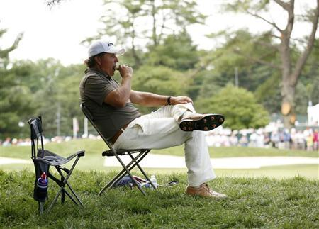 Phil Mickelson of the U.S. takes a break in play on the 15th tee during the second round of the 2011 U.S. Open golf tournament at Congressional Country Club in Bethesda, Maryland, June 17, 2011. REUTERS/Kevin Lamarque
