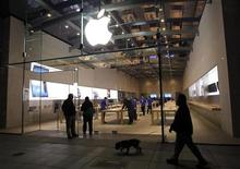 The Apple retail store is shown in Palo Alto, California November 2, 2012, prior to the iPad mini initial sales offerings. REUTERS/Robert Galbraith