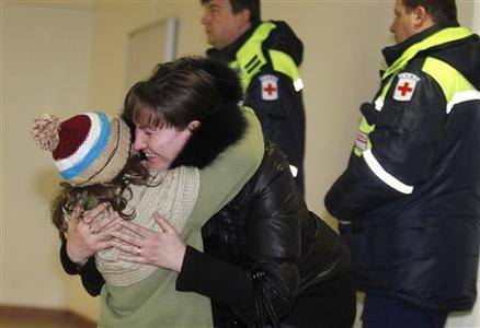 A woman hugs her daughter, who was a passenger on a Russian Emergencies Ministry flight from Beirut, after her arrival at Moscow's Domodedovo airport early January 23, 2013. REUTERS/Mikhail Voskresensky