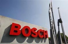 Bosch avertit que son objectif de marge à long terme ne sera de nouveau pas atteint cette année. Le conglomérat allemand a enregistré de lourdes pertes dans sa branche énergie solaire en 2012. /Photo d'archives/REUTERS/Thierry Roge