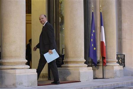 French Economy and Finance Minister Pierre Moscovici arrives at the Elysee Palace in Paris to attend a working meeting with government about employment and economic situation in France, January 4, 2013. REUTERS/Philippe Wojazer