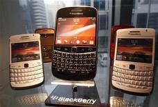 RIM lança novo sistema que permite a seus maiores clientes usar a nova linha de smartphones Blackberry 10 em suas redes. 18/01/2012 REUTERS/Kim Hong-Ji