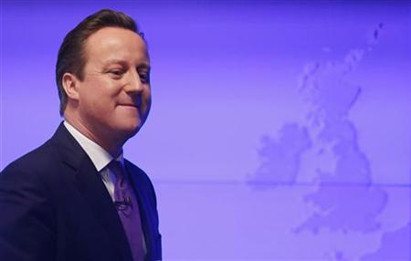Britain's Prime Minister David Cameron walks away after delivering a speech on the European Union and Britain's role within it, in central London January 23, 2013. REUTERS/Suzanne Plunkett