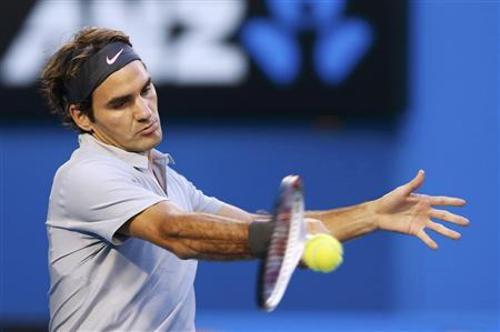 Federer survives Tsonga to set date with Murray