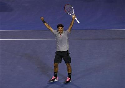 Stephens stuns ailing Serena, Federer forges on