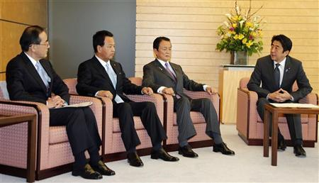 Japan's Prime Minister Shinzo Abe (R) talks with Finance Minister Taro Aso (C), Economics Minister Akira Amari, and Bank of Japan Governor Masaaki Shirakawa (L), during their meeting at the prime minister's official residence in Tokyo January 22, 2013. REUTERS/Koji Sasahara/Pool