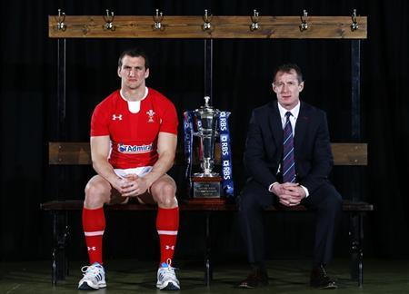 Wales' rugby union team captain Sam Warburton (L) and head coach Rob Howley pose for a photograph during a media event to promote the forthcoming Six Nations tournament, at a sports club in London January 23, 2013. REUTERS/Andrew Winning