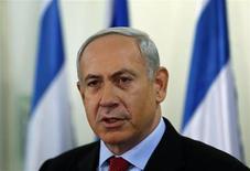 El primer ministro de Israel, Benjamin Netanyahu, en sus oficinas de Jerusalén, ene 23 2013. El líder israelí, Benjamin Netanyahu, consiguió una estrecha victoria en las elecciones del martes, pero los votantes descontentos con su gestión le dieron un apoyo masivo a un nuevo partido de centro, que obtuvo el segundo lugar, lo que obliga al primer ministro al desafío de formar una Gobierno de coalición. REUTERS/Darren Whiteside