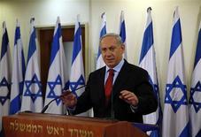 Sanctionné dans les urnes mais néanmoins reconduit au pouvoir, le Premier ministre israélien, Benjamin Netanyahu, est désormais confronté à la rude tâche de former une coalition gouvernementale viable. /Photo prise le 23 janvier 2013/REUTERS/Darren Whiteside
