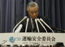 Norihiro Goto, Japan Transport Safety Board chairman, attends a news conference at the transport ministry in Tokyo January 23, 2013. REUTERS/Toru Hanai