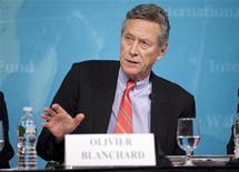 """Economista-chefe do Fundo Monetário Internacional (FMI), Olivier Blanchard, fala durante coletiva de imprensa em janeiro de 2012, em Washington, nos EUA. Os maiores riscos enfrentados pela economia global no ano passado foram controlados e um """"otimismo cauteloso"""" sobre as perspectivas pode ser justificado, afirmou Blanchard nesta quarta-feira. 24/01/2012 REUTERS/Stephen Jaffe/IMF/Handout"""