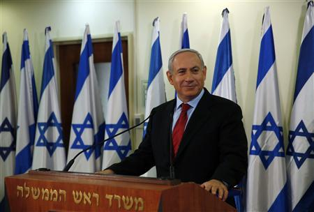 Israel's Prime Minister Benjamin Netanyahu pauses while delivering a statement at his office in Jerusalem January 23, 2013. REUTERS/Darren Whiteside (JERUSALEM - Tags: POLITICS ELECTIONS)