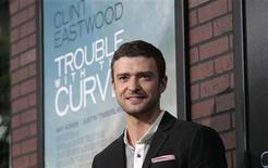 "Cast member Justin Timberlake poses at the premiere of ""Trouble with the Curve"" at the Village Theatre in Los Angeles, California September 19, 2012. REUTERS/Mario Anzuoni"
