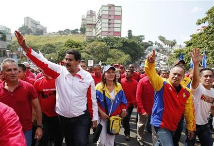 Venezuela's Vice President Nicolas Maduro (L) and Venezuela's National Assembly President Diosdado Cabello (R) greet supporters during a rally to commemorate the 55th anniversary of the collapse of the last Venezuelan dictatorship in Caracas January 23, 2013. REUTERS/Jorge Silva