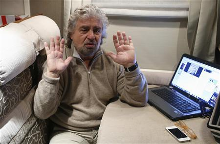 Beppe Grillo gestures as he talks during an interview with Reuters in Pomezia, near Rome January 23, 2013. REUTERS/Tony Gentile (ITALY - Tags: POLITICS BUSINESS ELECTIONS)