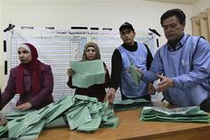 Officials count ballots after polls closed at a polling station in Amman January 23, 2013. REUTERS/Muhammad Hammad (JORDAN - Tags: POLITICS ELECTIONS)