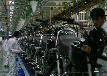 Employees work in an assembly line at Hero Honda's newly inaugurated plant in Haridwar April 8, 2008. REUTERS/Tanushree Punwani/Files