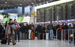 People queue at the departure area of the Fraport airport in Frankfurt January 21, 2013. REUTERS/Lisi Niesner