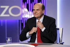 Il segretario del Pd e candidato premier del centrosinistra Pier Luigi Bersani lo scorso 7 gennaio ospite della tv La7. REUTERS/Giampiero Sposito