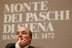 L'amministratore delegato del Monte dei Paschi di Siena, Fabrizio Viola, in una foto del maggio 2012 nella sede della banca. REUTERS/Giampiero Sposito
