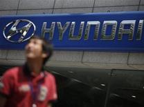 Le coréen Hyundai Motor a annoncé une baisse inattendue de son bénéfice trimestriel, qu'il explique par l'impact de la hausse du won sur ses résultats à l'étranger. Le trimestre octobre-décembre se solde ainsi par un bénéfice de 1.890 milliards de wons (1,33 milliard d'euros), en baisse de 6% sur un an. /Photo d'archives/REUTERS/Kim Hong-Ji