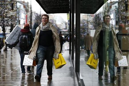 Christmas shoppers walk along Oxford Street in central London December 20, 2012. REUTERS/Olivia Harris