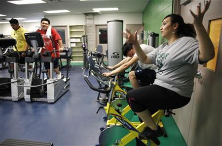 Jazmine Raygoza, a teen bariatric surgery patient (R), talks to friends at the Sound Mind and Body fitness center at John F. Kennedy high school in Denver February 16, 2012. REUTERS/Rick Wilking/Files