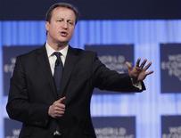 Premiê britânico, David Cameron, fala durante reunião anual do Fórum Econômico Mundial, em Davos. 24/01/2013 REUTERS/Denis Balibouse