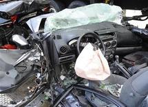 Le nombre des tués -3.645 personnes- sur les routes françaises a baissé de 8% en 2012, un plus bas historique. /Photo d'archives/REUTERS/Fabian Bimmer